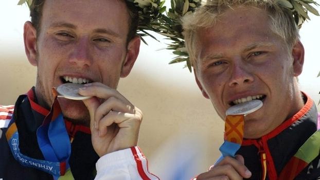 Stefan Henze (à dir.) com a medalha de prata no C2 em Atenas 2004