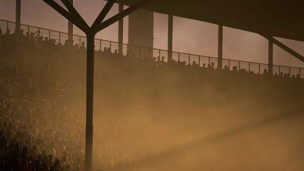 Fumaça amarela cobriu as arquibancadas do estádio Olímpico de Berlim