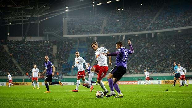 RB Leipzig e Erzgebirge Aue se enfrenteram nesta quarta-feira pela Copa da  Alemanha 72a1e8bb6b797
