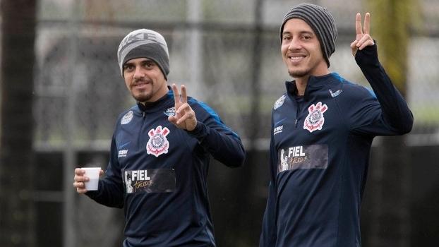 Convocados, Fagner e Rodriguinho participam do treino do Corinthians