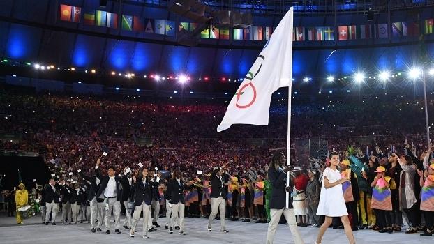 Time olímpico de refugiados na abertura das Olimpíadas Rio 2016