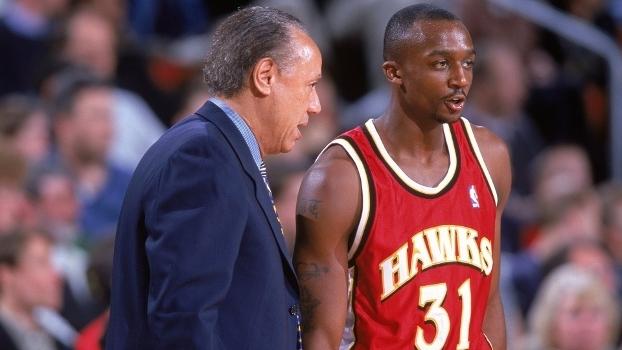 Jason Terry ao lado do lendário técnico Lenny Wilkins em sua primeira  temporada na NBA 2ccd34ad12e20