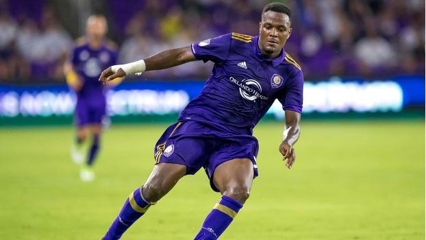 Mesmo sem ser negociado, atacante deixa o Orlando City e já treina ... 33b64a03c7