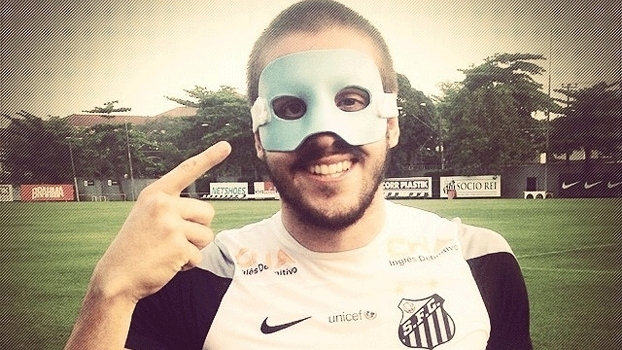 Bruno Uvini Santos Máscara Futebol Instagram 2014