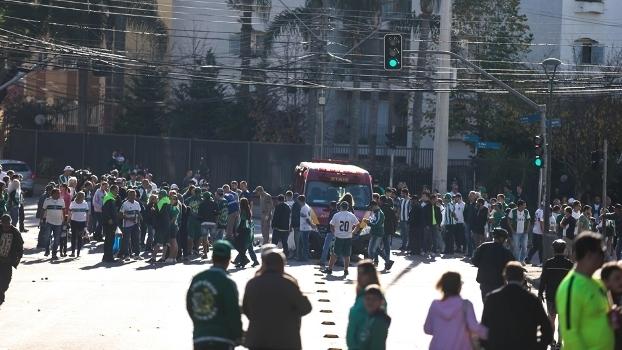 Arredores do Couto Pereira foram palco de briga de torcida
