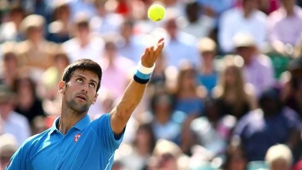 Novak Djokovic durante exibição nesta sexta-feira