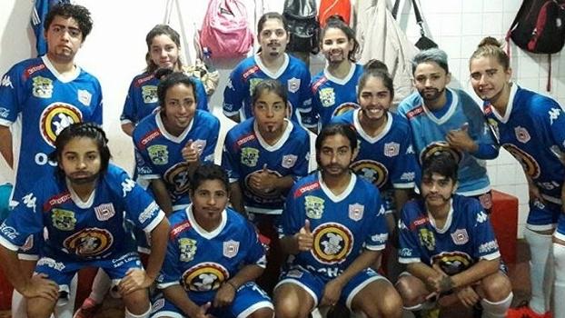 Jogadoras do San Lorenzo pintadas de homem em busca de igualdade no futebol