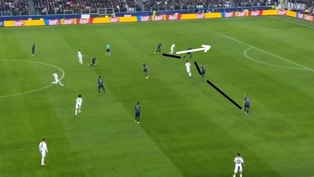 8fcb3e0802 Cristiano jogando no limite da linha defensiva e arrancando no momento certo