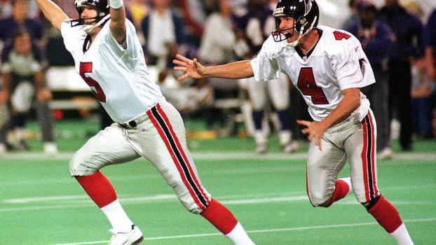 Morten Andersen comemora o chute da vitória dos Falcons 79729ee7bb20d