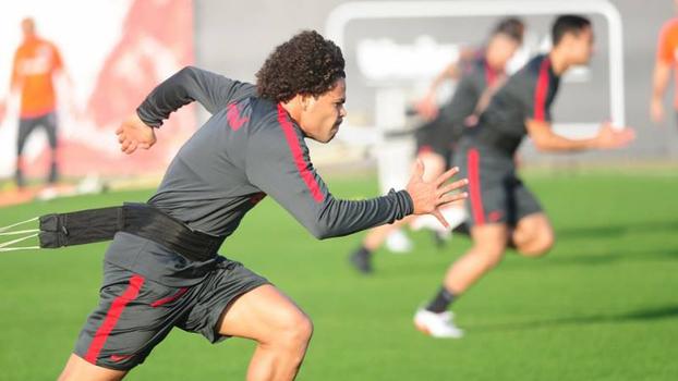 Leandro Damião é anunciado como novo reforço do Internacional — Mercado da Bola