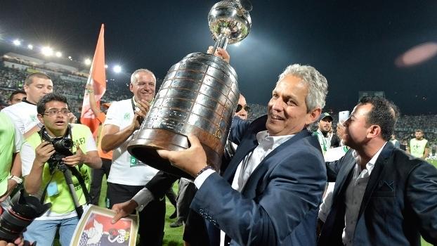 Reinaldo Rueda Comemora Trofeu Libertadores Atletico Nacional 27/07/2016