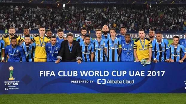 Jogadores do Grêmio após derrota para o Real Madrid na final do Mundial 78f1545bdd556