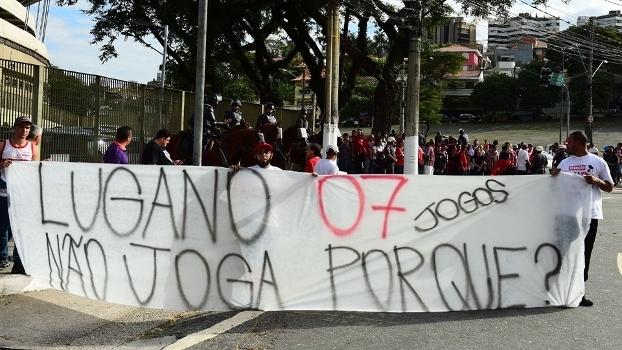 Torcida levou faixa ao Morumbi pedindo por Lugano