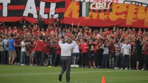 Português foi recebido como ídolo por torcedores egípcios