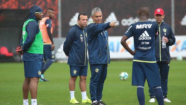 96df35f588 Rueda comanda treino no Flamengo