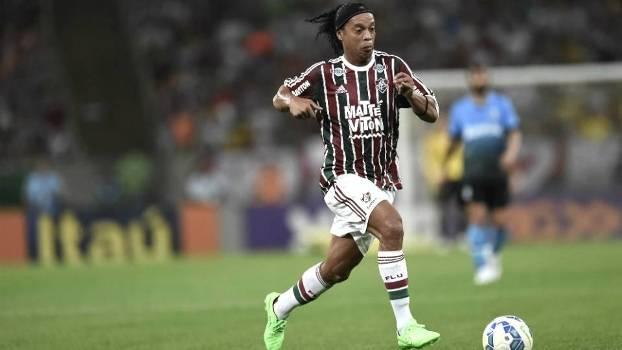 b425d9e245 Ronaldinho Gaúcho participou do gol da vitória em sua estreia pelo  Fluminense
