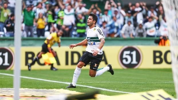 Henrique Almeida Comemora Gol Coritiba Chapecoense Campeonato Brasileiro 23/08/2015