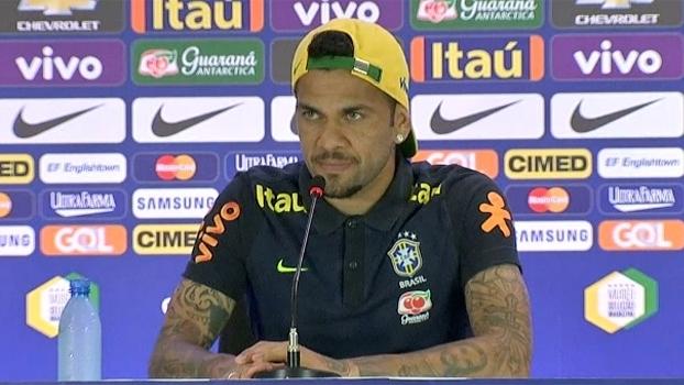 76a0532d18 Daniel Alves será o capitão da seleção com a camisa 4 em homenagem a ...