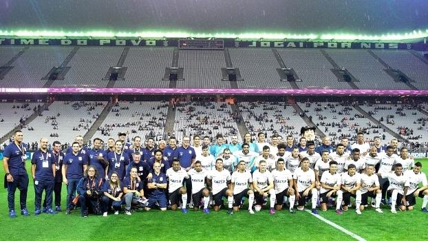 Elenco do Corinthians foi apresentado na Arena antes do amistoso com a Ferroviária