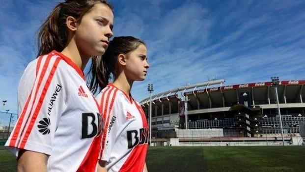 d06e430c1f Guerrilla Girls  um encontro entre arte e futebol