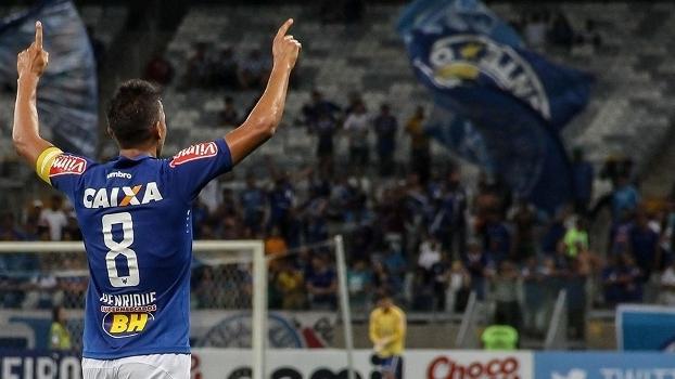 Henrique comemora gol do Cruzeiro contra a Caldense, no Mineirão