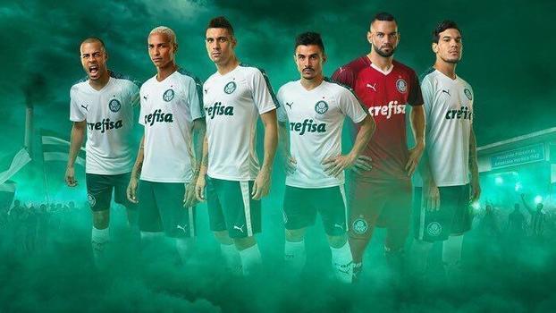2019 marca o primeiro ano da parceria entre Palmeiras e Puma. O time  alviverde terminou 2018 vestindo Adidas. 29498665392ed