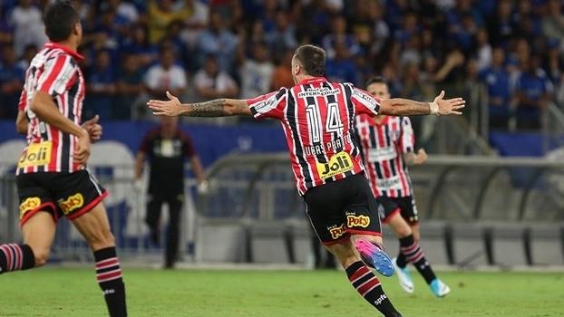Pratto marcou um dos gols da vitória do São Paulo no Mineirão