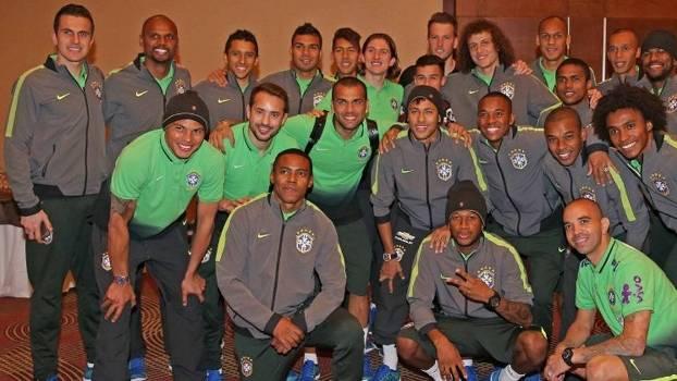 Jogadores da seleção brasileira se despedem de Neymar, que deixará o Chile nesta segunda