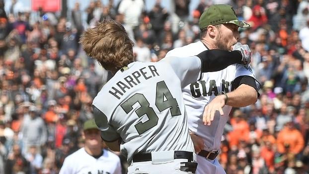 Com direito a socos na cara, MLB tem briga generalizada