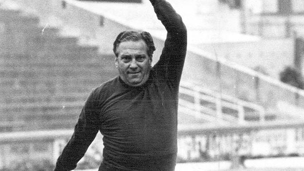 Filpo Nuñes, técnico argentino, então no Palmeiras, durante treino em 1969