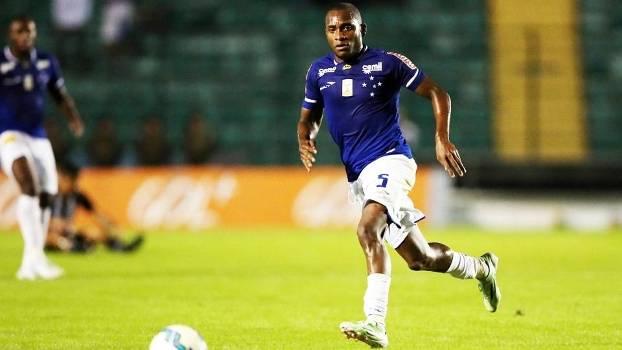 c7c9f803dd Willians Cruzeiro Figueirense Campeonato Brasileiro 31 05 2015