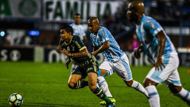 Avaí vence, embola briga contra a queda e impede Palmeiras de assumir vice-liderança