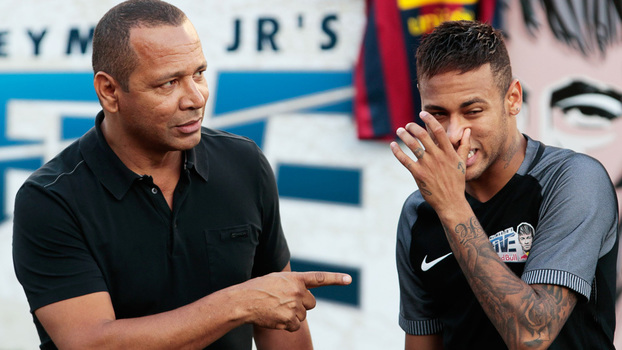 Neymar e seu pai em evento do Instituto Neymar Jr