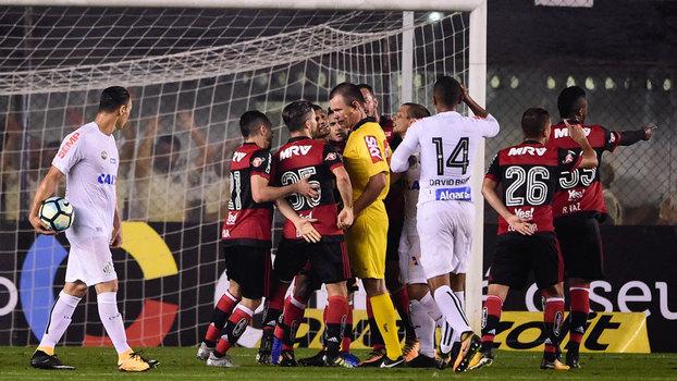 Em represália ao Flamengo, Santos cobra R$ 200 de rubro-negros, 233% mais do que para outros rivais - ESPN