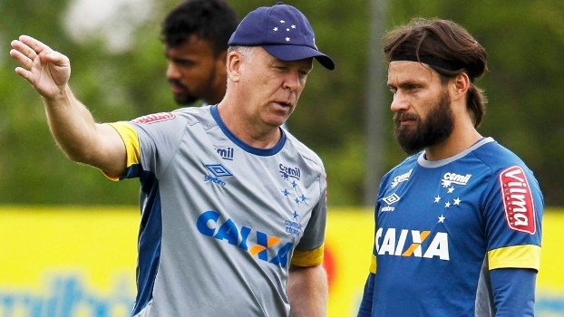 Mano Menezes, durante treino do Cruzeiro