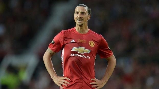 Ibrahimovic marca e dá título da Supercopa da Inglaterra ao Manchester