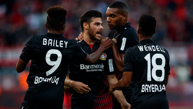 Volland comemora o primeiro gol do Bayer Leverkusen