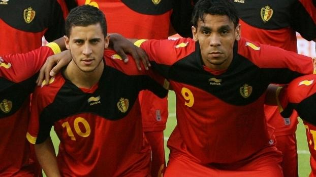 Igor de Camargo ao lado de Hazard na Bélgica