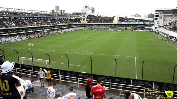 Vila Belmiro começa a receber torcedores para o clássico Santos x Palmeiras