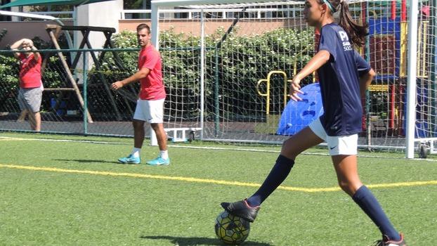 Poucos sabem que eu comecei a jogar num time de futebol feminino  recentemente. E em pouco tempo já percebo algumas grandes diferenças. 2447ced50ac00