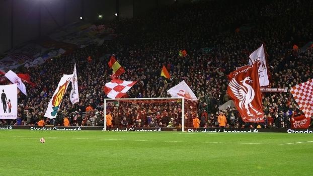 Torcida do Liverpool, em jogo da Copa da Inglaterra, em Anfield Road