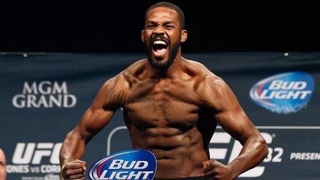 Jon Jones voltou ao topo do ranking peso-por-peso do UFC