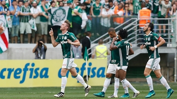 Lateral Fabiano abriu o placar para o Palmeiras sobre a Chapecoense