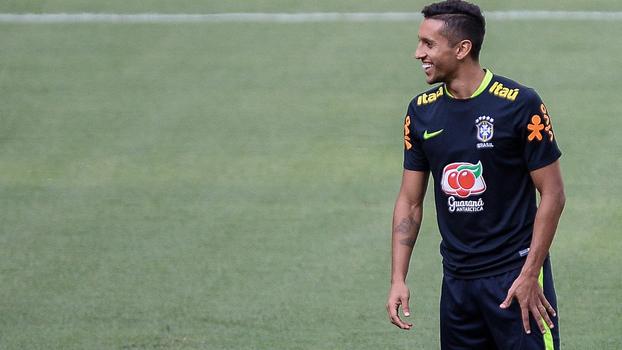 Marquinhos em treino da seleção nesta segunda  zagueiro será capitão contra  o Chile cc6099ddc646b