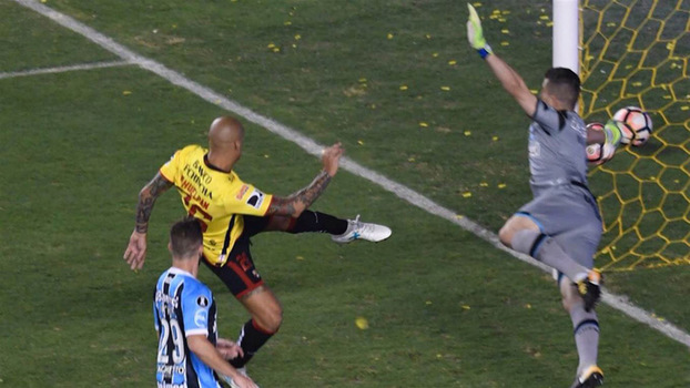Marcelo Grohe em ação na Libertadores  mapas de pênaltis de todos os  batedores rivais f397fa80ee8d6