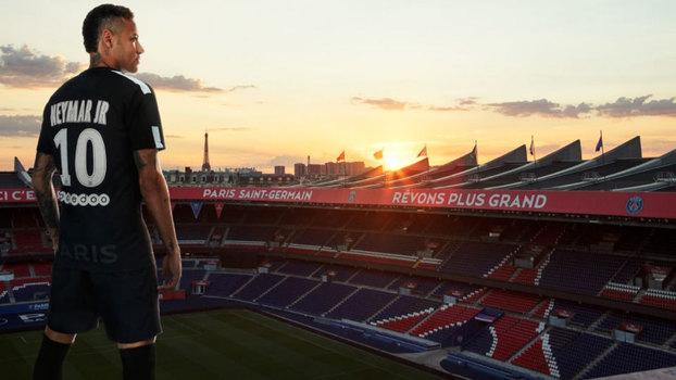 Neymar foi um dos responsáveis por apresentar a nova camisa do PSG 8fef26299e021