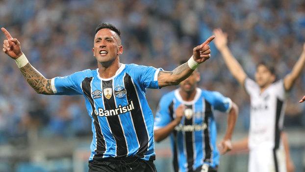 b9d8d4b324 Lucas Barrios deixou sua marca contra o Botafogo