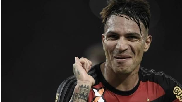 Em sua estreia no Maracanã, Guerrero marcou o gol da vitória do Flamengo