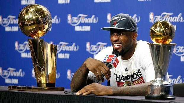 LeBron James espantou a fama de  amarelão  e levou o título na última  temporada a0d21e6791353