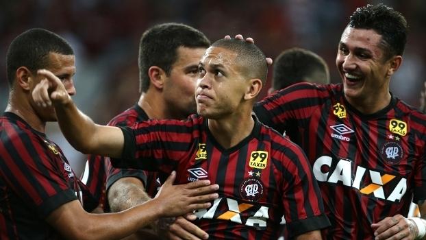 Um empate sem gols definiu o placar de Atlético-PR x Londrina neste domingo  (18) pelo Campeonato Paranaense.